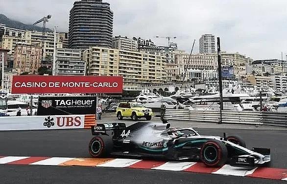 Hamilton edges Verstappen in opening Monaco practice