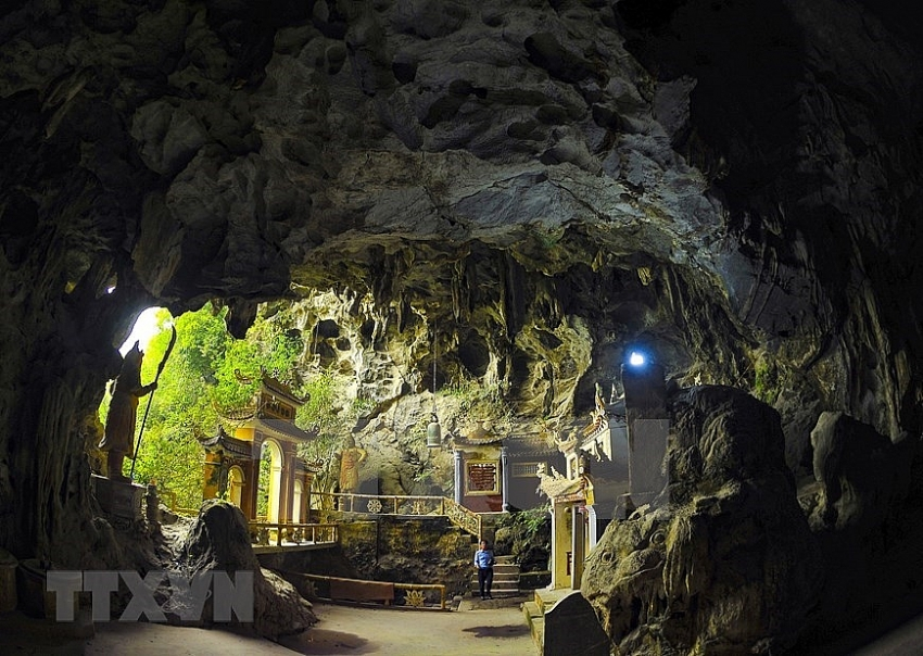 dich long cave and pagoda complex in ninh binh
