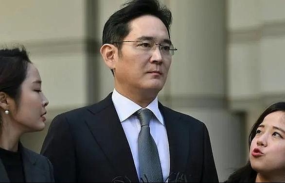 Samsung heir apologises over corruption scandal