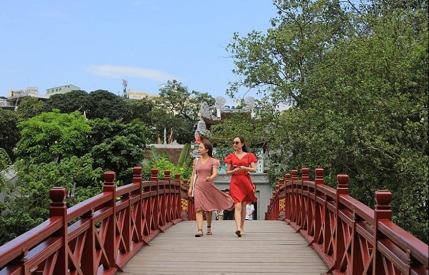 Hanoi attractions reopen for tourists (photo)