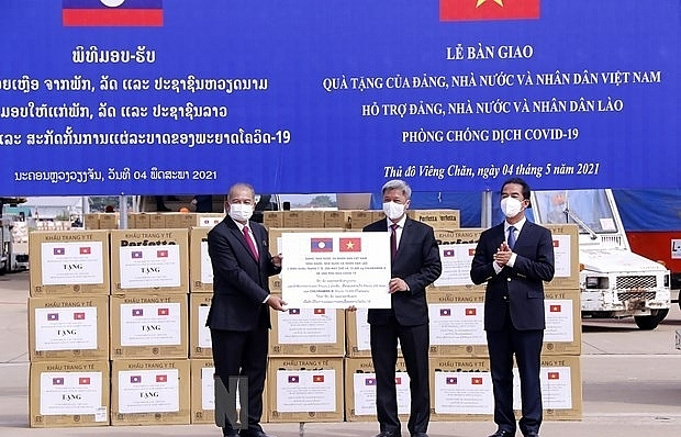 Vietnam provides support for Laos in COVID-19 fight