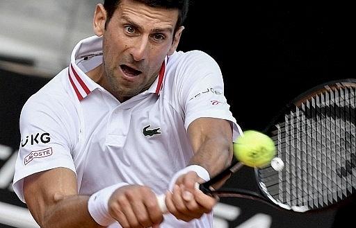 Djokovic sweeps into Italian Open quarter-finals on front of Roman crowd