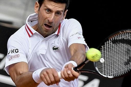 djokovic sweeps into italian open quarter finals on front of roman crowd