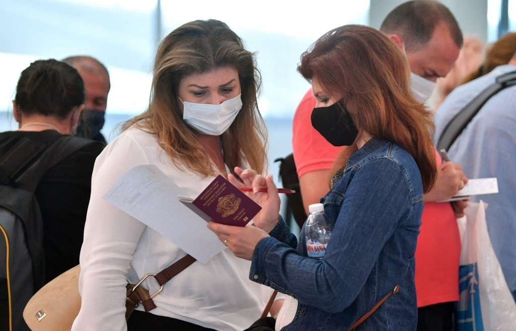 Tourists scarce as travel bubbles fail to inflate