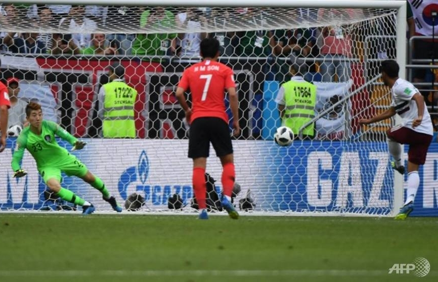 mexico beat south korea 2 1 to edge towards world cup last 16