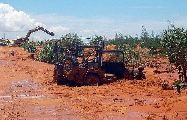 Deputy PM orders inspection into titanium mining in Binh Thuan