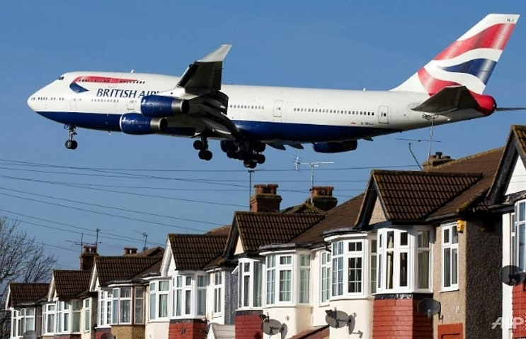 MPs vote on expanding London's Heathrow airport