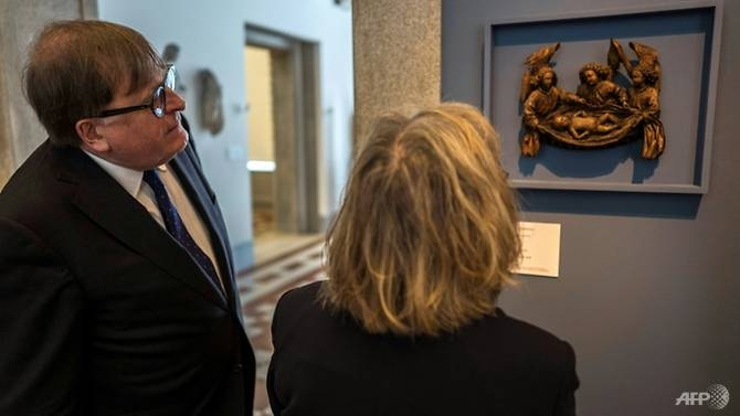 berlin museum returns nazi looted treasure