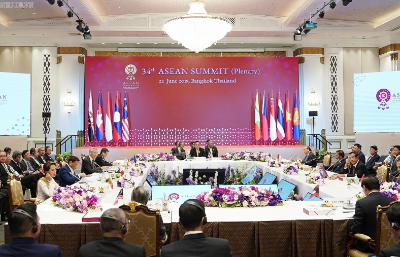 PM Phuc: ASEAN solidarity, centrality must be top priority