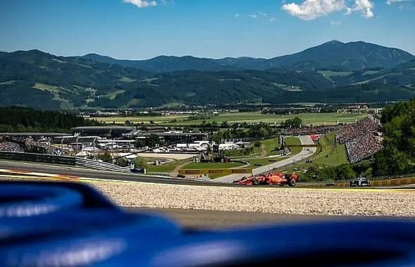Leclerc on top in chaotic Austrian practice