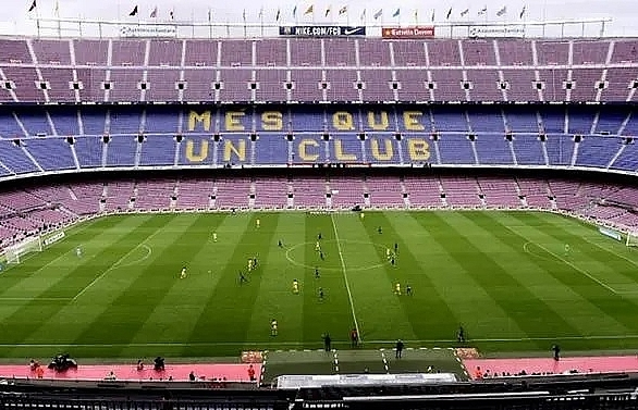 Unfamiliar homes offer Barca and Madrid fresh challenge in frenzied title race
