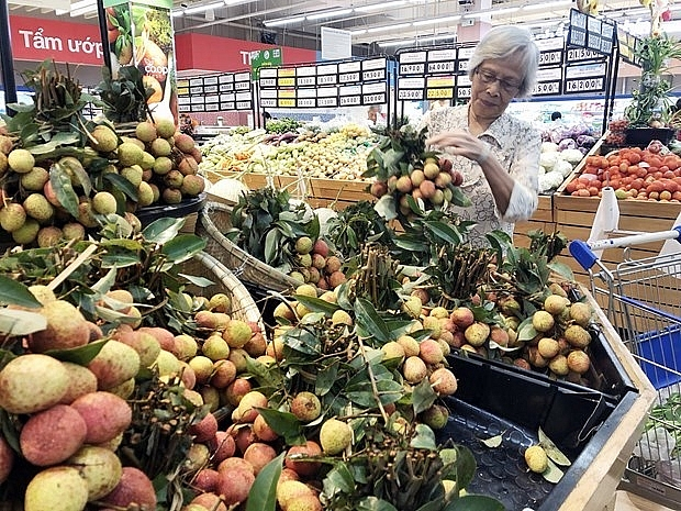supermarkets help farmers sell lychees