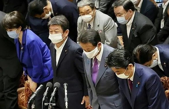 Japan MPs pass record COVID-19 budget
