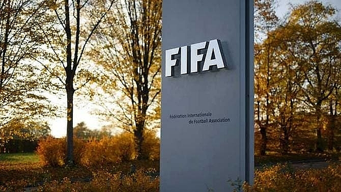 fifa allows transfer windows to open before current season ends