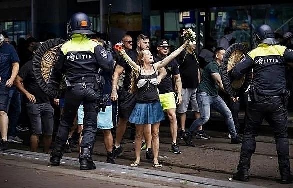 Dutch police arrest hundreds at virus protest clashes
