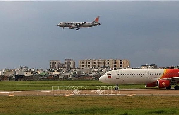 Tan Son Nhat airport's runway to be closed for maintenance