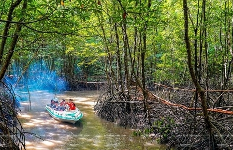 Vietnam's southernmost province a magnet for tourists