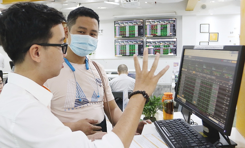 1547 p29 solutions urged after repeated downtime at congested ho chi minh stock exchange