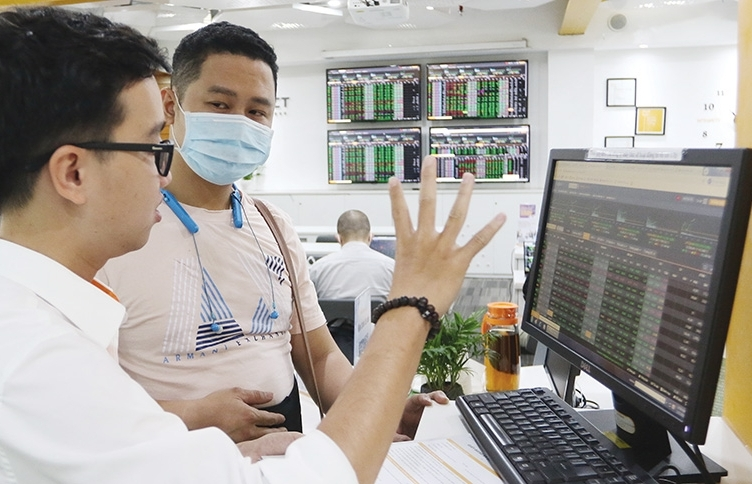 Solutions urged after repeated downtime at congested Ho Chi Minh Stock Exchange