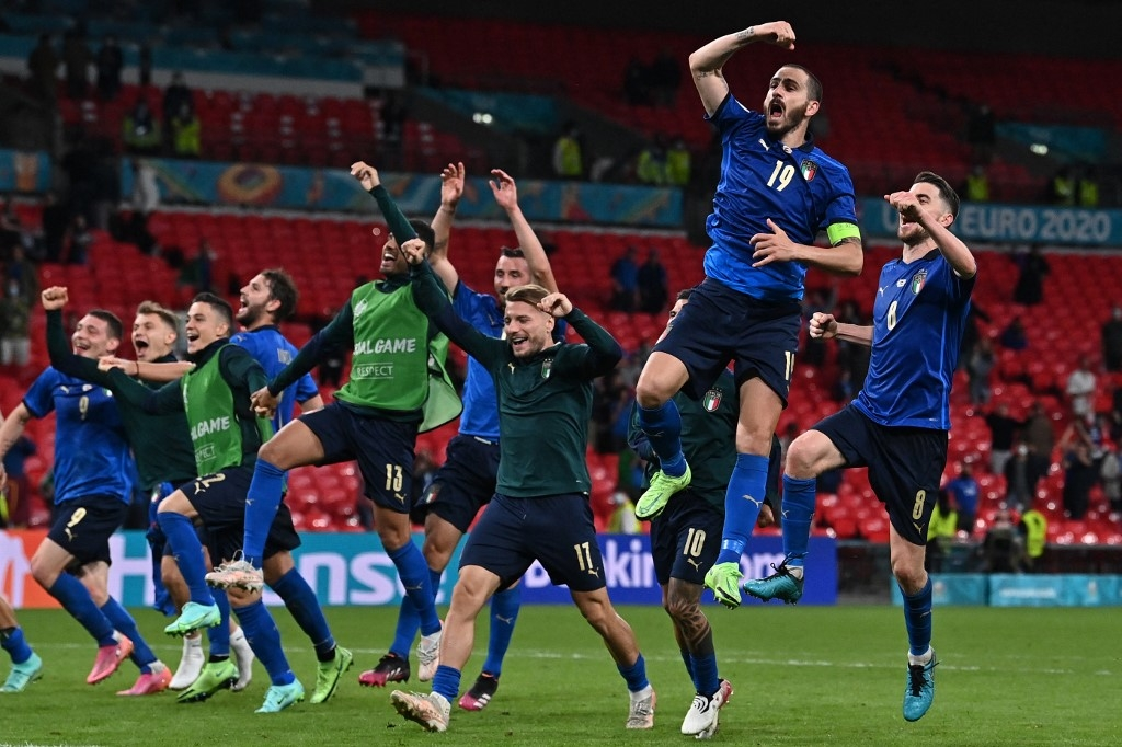 Italy's players celebrate their win after extra-time in the UEFA EURO 2020 round of 16 football match between Italy and Austria at Wembley Stadium in London on June 26, 2021. Ben STANSALL / POOL / AFP
