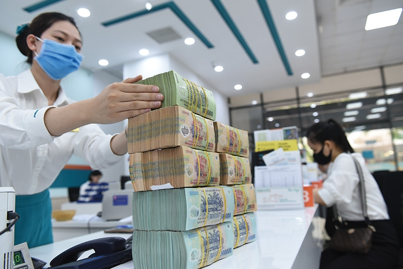 Upward pressure on deposit rates was recorded in certain banks in May, Photo: Dung Minh