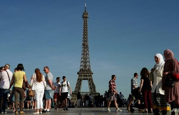 eiffel tower to close for open air world cup broadcast