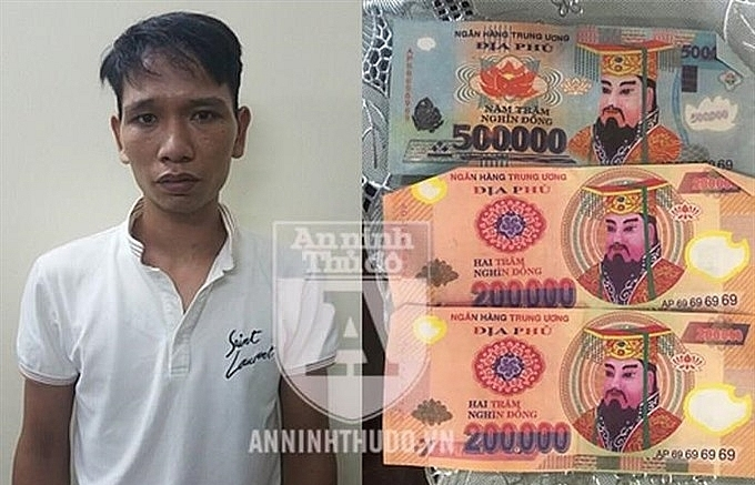 Taxi driver cheats foreign visitors with fake money