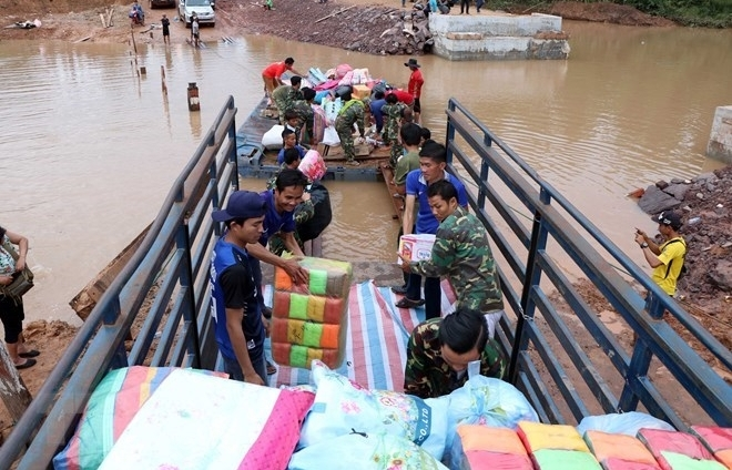 Vietnam sends 200,000 USD in aid to Laos after dam collapse