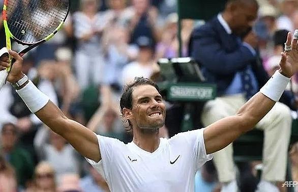 Federer, Djokovic, Nadal reach Wimbledon quarter-finals