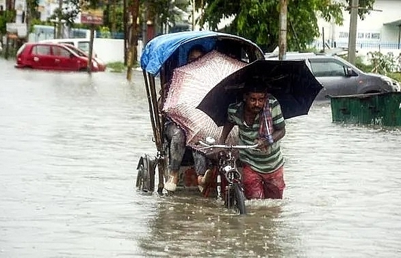 monsoon rains kill 17 in nepal 11 in india