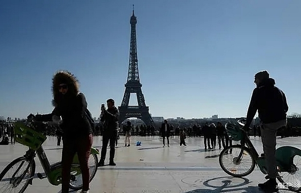 In Paris, cars forced to make way for the two-wheel revolution