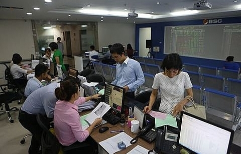 vn stocks decline as selling pressure mounts