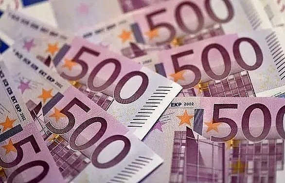 Euro touches two-year low as ECB signals stimulus and rate cut