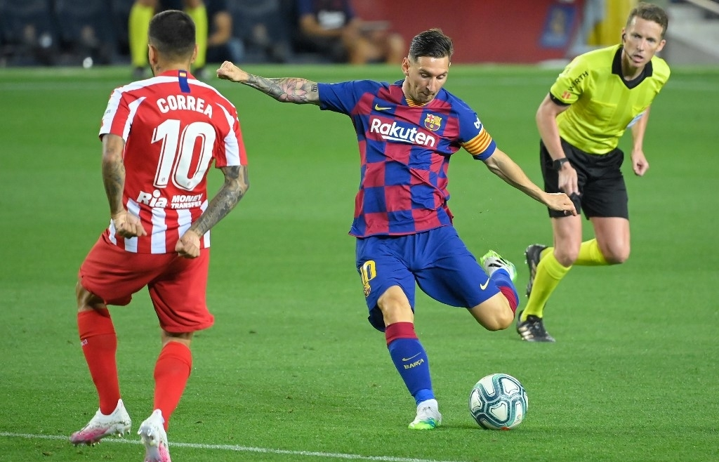 Messi scores 700th goal but Atletico draw hurts Barca's title hopes