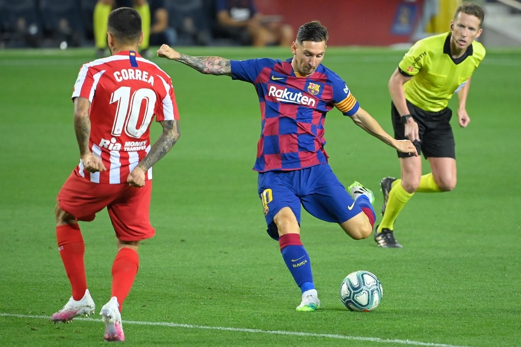 messi scores 700th goal but atletico draw hurts barcas title hopes