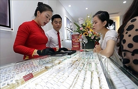 Gold prices soar to another record high