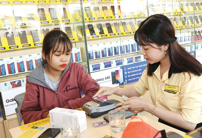 Customers may see prices for electronics increasing significantly towards the end of the year, photo Le Toan
