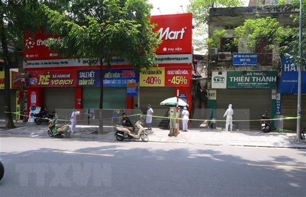 A residential area in Hanoi is isolated after a COVID-19 case was detected (Photo: VNA)