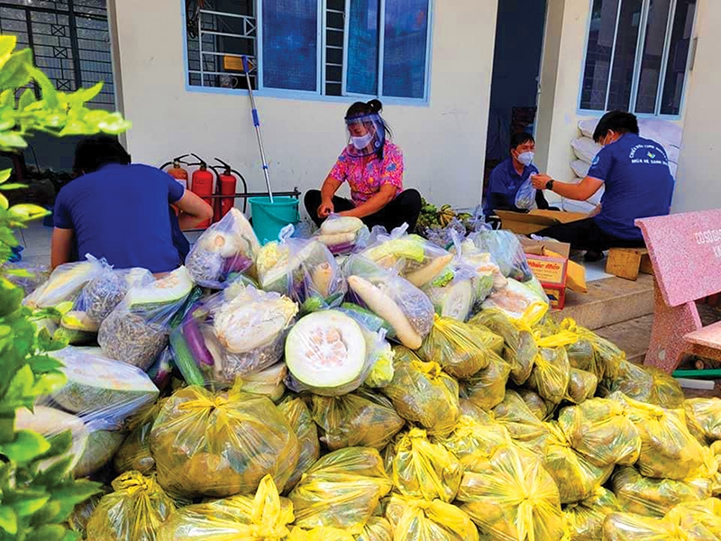 Zero-VND minimarts are familiar to the poor in many cities