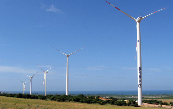Wind farm investors line up despite poor track record