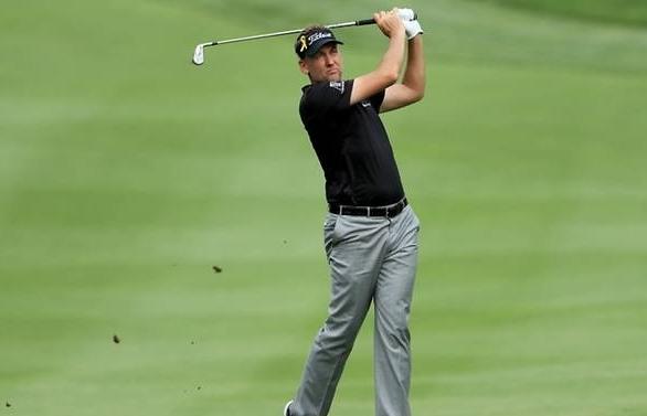 Poulter leads Bridgestone with 62, Woods four back
