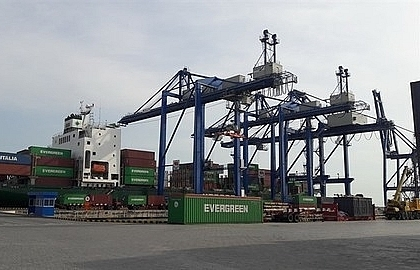 HCM City port overloaded, authorities seek to popularise others