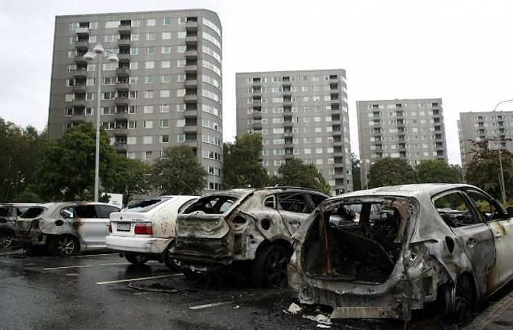 masked vandals torch dozens of cars in sweden