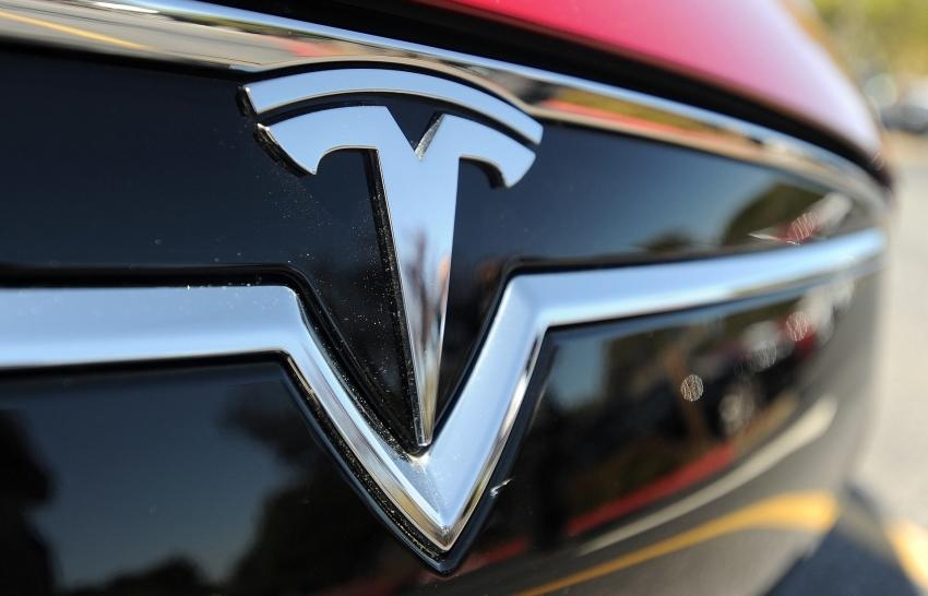 Tesla shares fall on reports of SEC subpoena