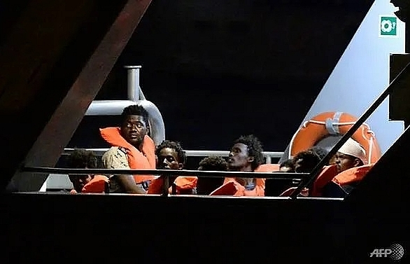 Italy to release stranded migrants after EU deal reached