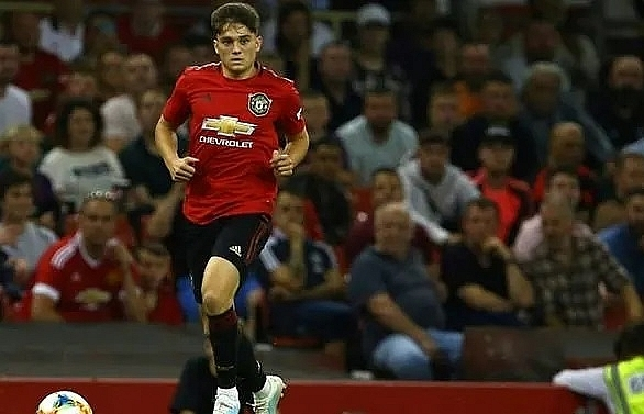 James keeps his cool to give United victory over Milan