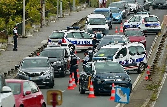 five held in france for urging attacks on g7 police