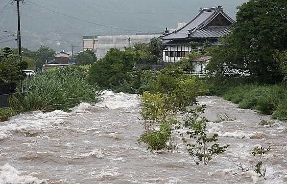 two dead as japan orders 670000 to flee heavy rains