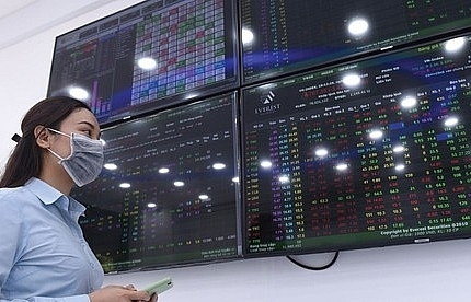 Shares gain on large-caps