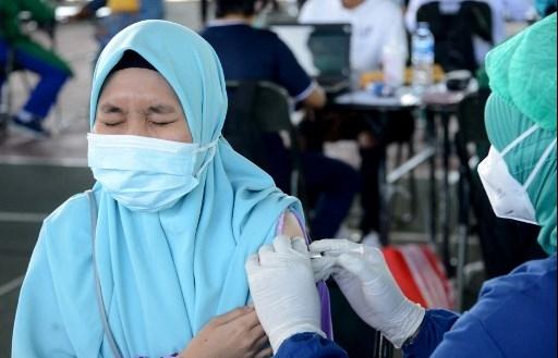 Virus-wracked Indonesia hits 100,000 deaths